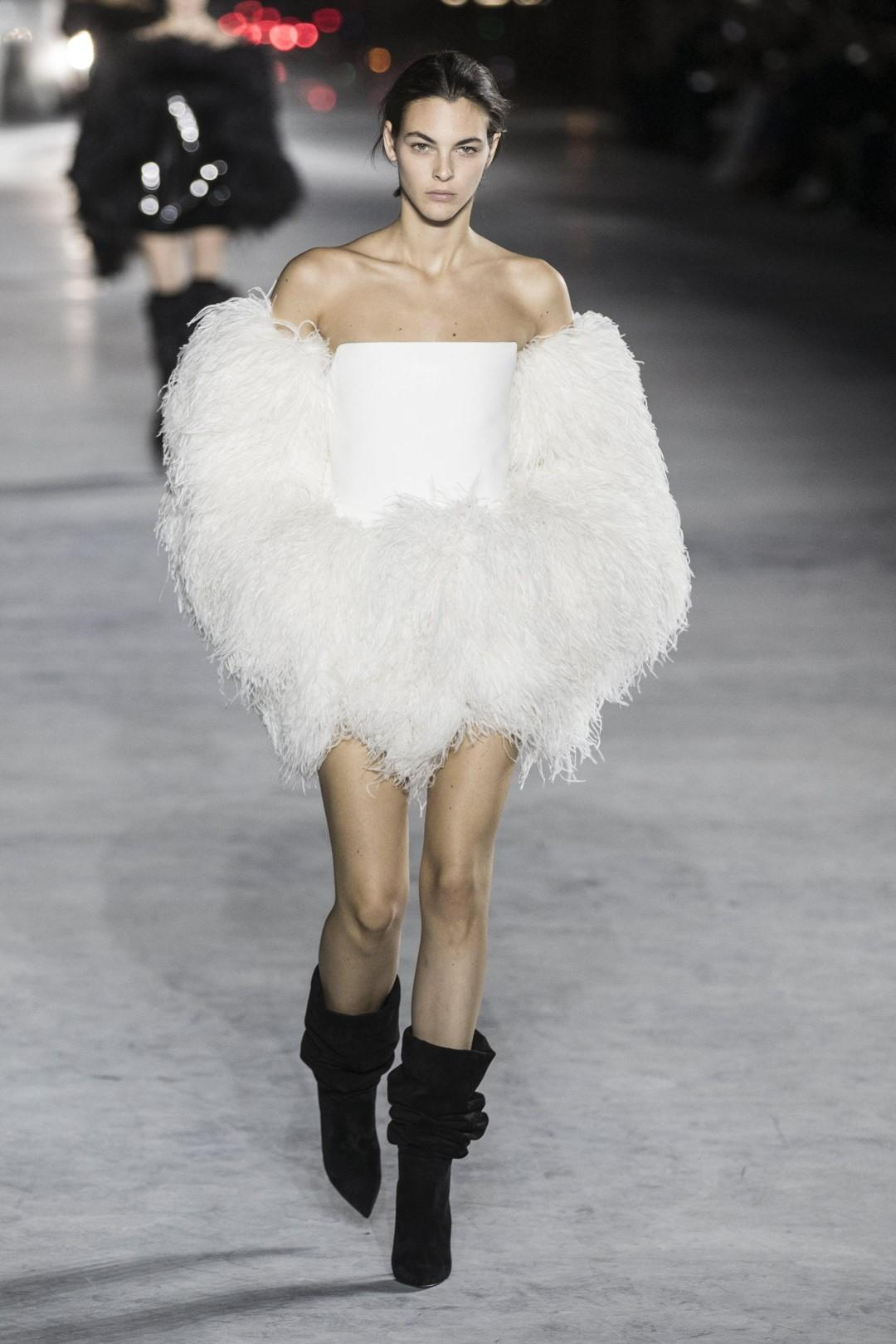 Yves Saint Laurent Sfilata